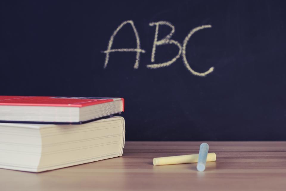 CV i list motywacyjny nauczyciela [do szkoły] - wzór i przykłady
