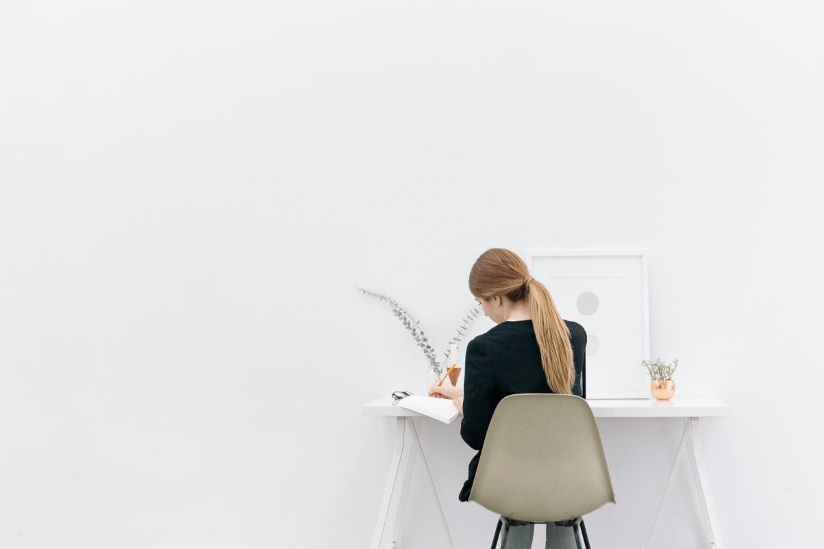 Jak znaleźć słowa kluczowe w ofercie pracy
