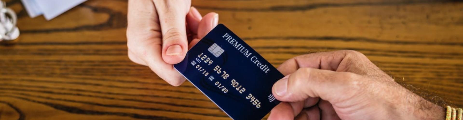 Praca w banku - jak ją dostać i na czym polega? (+Zarobki i Oferty)