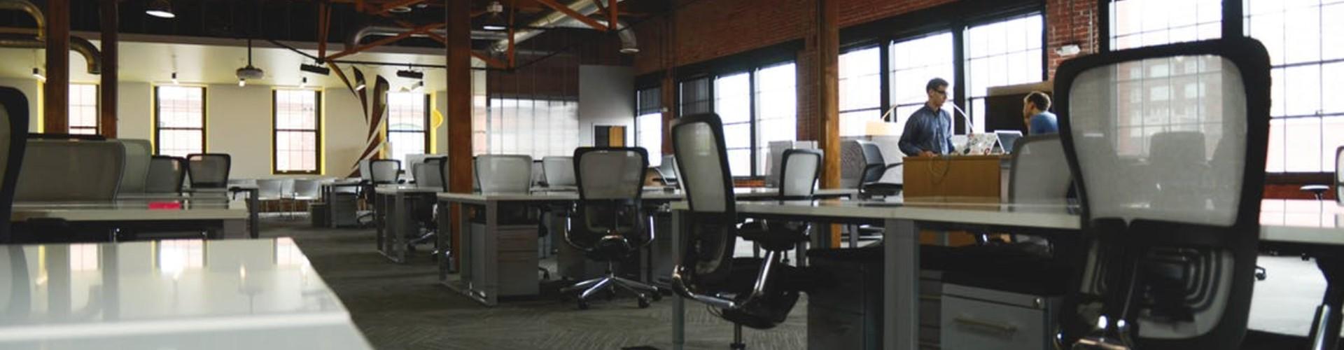 Co robimy w pracy, kiedy nikt nie patrzy? Badanie 2020
