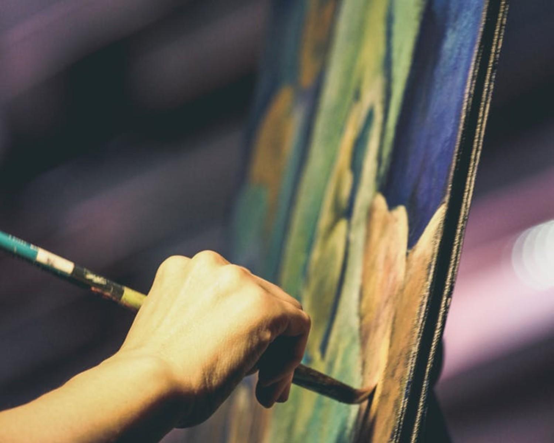 CV artystyczne — jak napisać życiorys artystyczny? [+ przykłady]