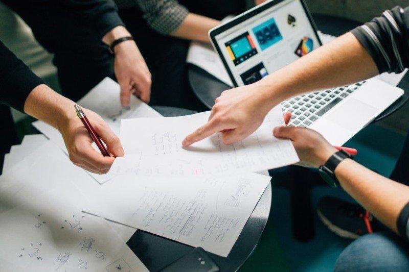 CV i list motywacyjny logistyka - porady jak napisać i wzory