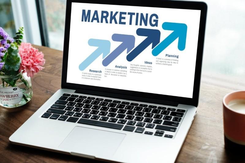 CV marketing — Jak napisać CV i list motywacyjny? [Wzór i przykłady]