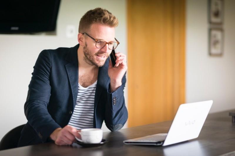 Rozmowa kwalifikacyjna przez telefon - Pytania i odpowiedzi + 15 porad