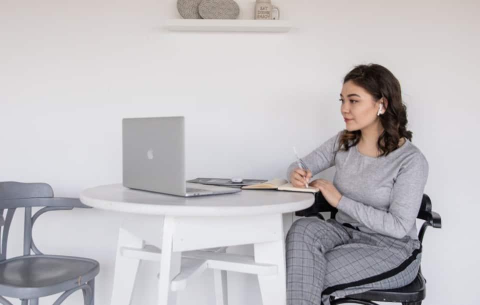 Czy w CV wpisywać wszystkie miejsca pracy i stanowiska?