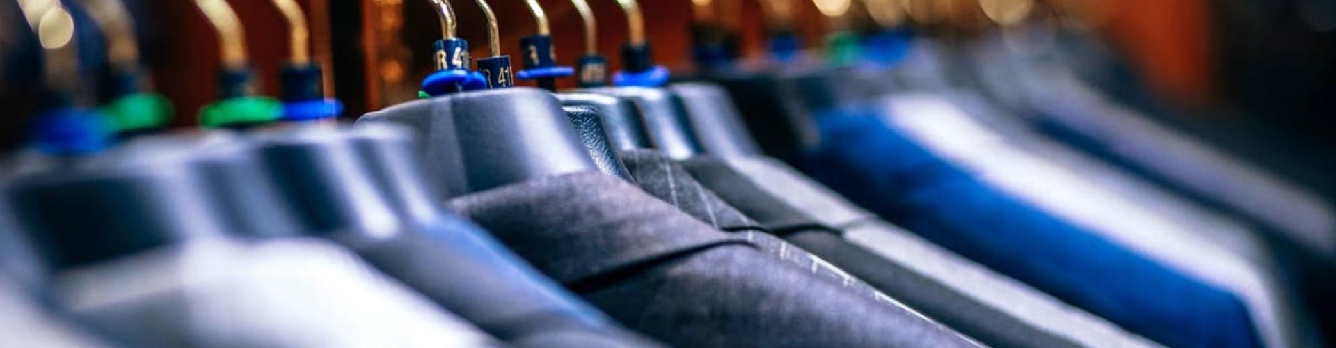 Dress code w pracy — jaki strój do pracy? Co to jest strój formalny?