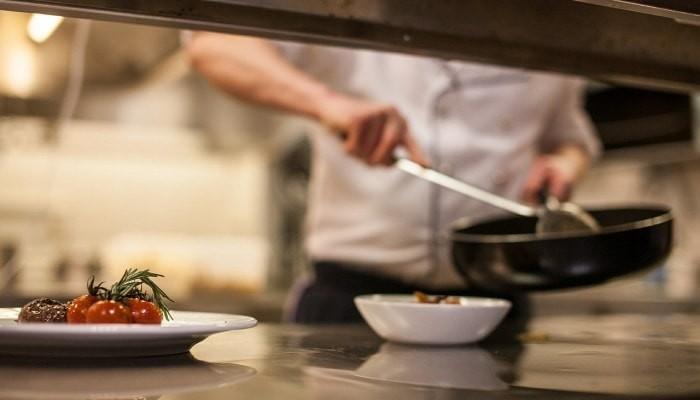CV i list motywacyjny kucharza - 6 porad jak napisać (Wzór + Przykłady)