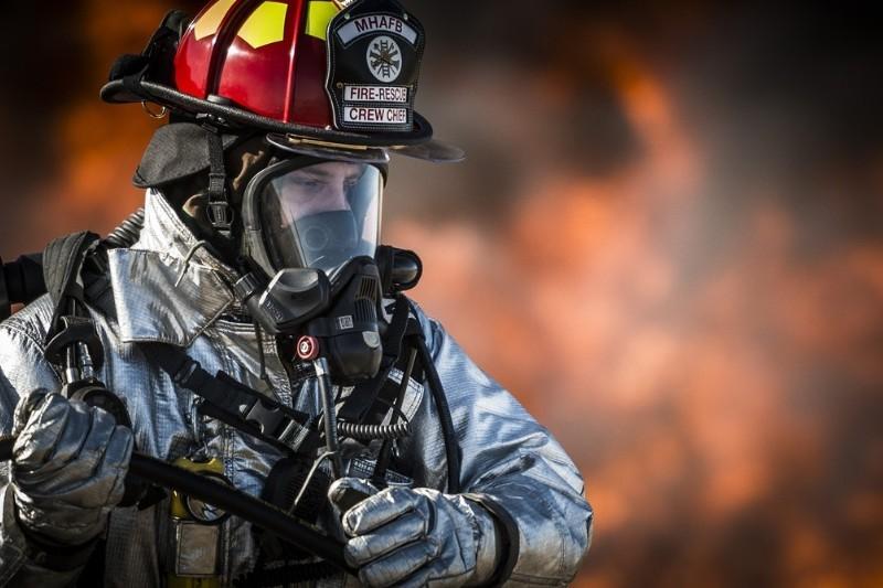 Strażak: ile zarabia, jak wygląda praca? Jak zostać strażakiem?