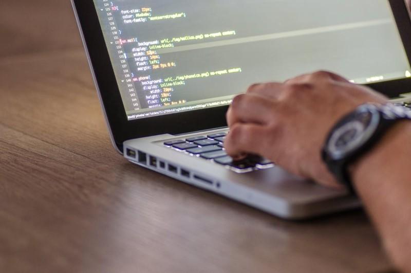 Front end developer — jak zacząć programować? [portfolio, CV, zarobki]