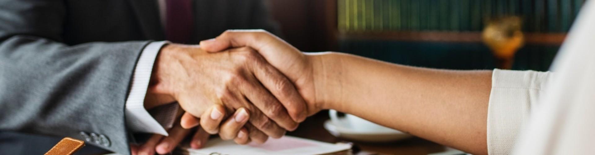 Podanie o podwyżkę wynagrodzenia - wzór wniosku, argumenty i 15 rad