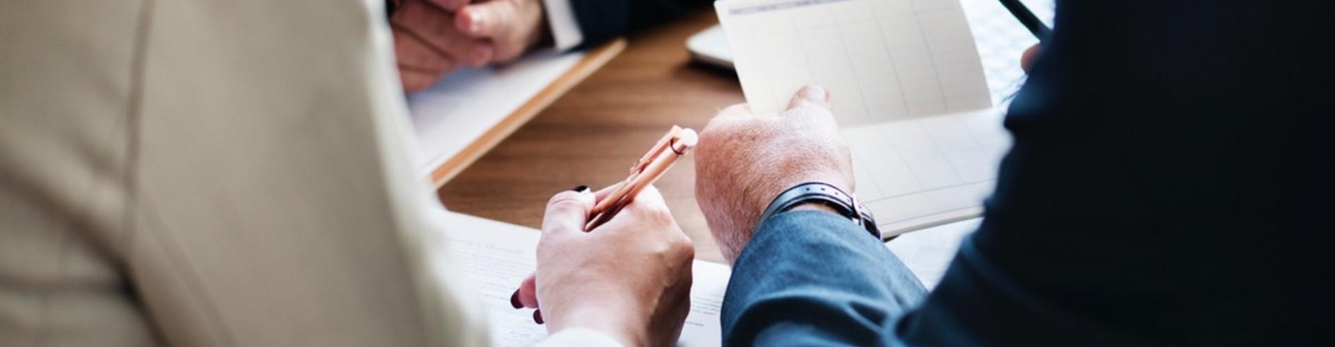 Praca w służbie cywilnej - gdzie szukać ofert + 10 porad jak ją zdobyć
