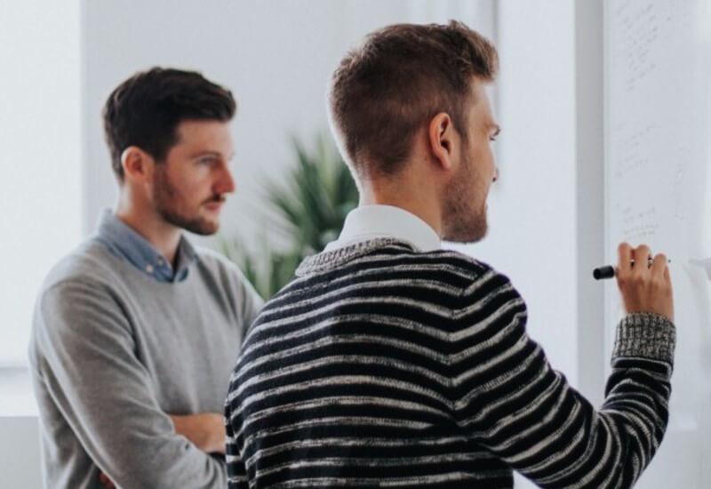 Praca dla nauczycieli - gdzie szukać ofert? Jak zdobyć zatrudnienie?