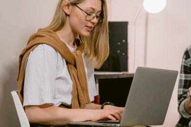 Pierwsza praca - jak ją znaleźć jeszcze na studiach? [7 porad]