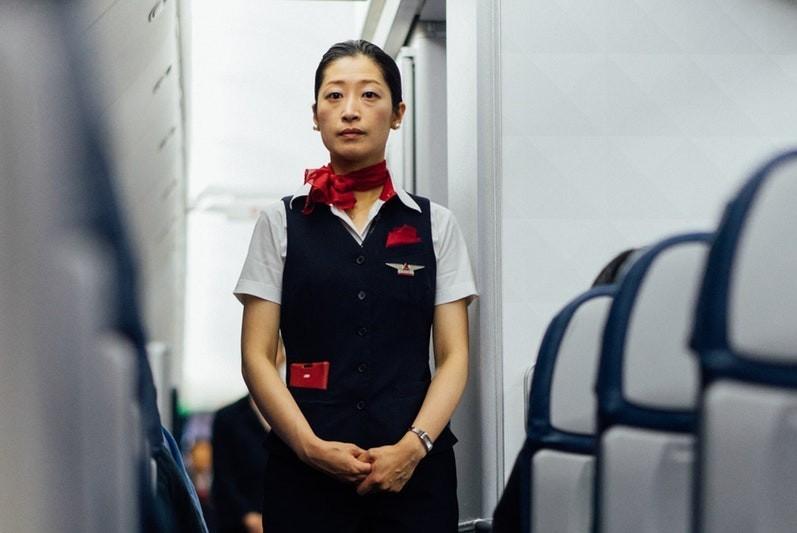 Stewardessa — praca, zarobki, wymagania [Jak zostać stewardessą?]