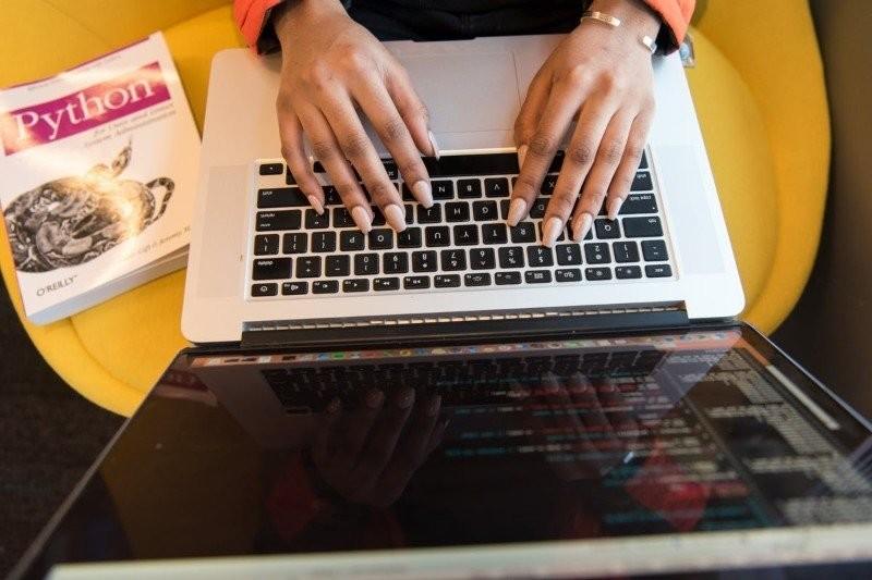 Kobiety w IT: Zmieniający się krajobraz technologii