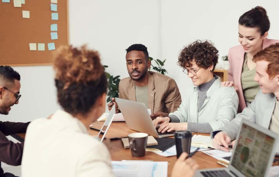 Kompetencje zawodowe: definicja, przykłady, jak wpisać w CV
