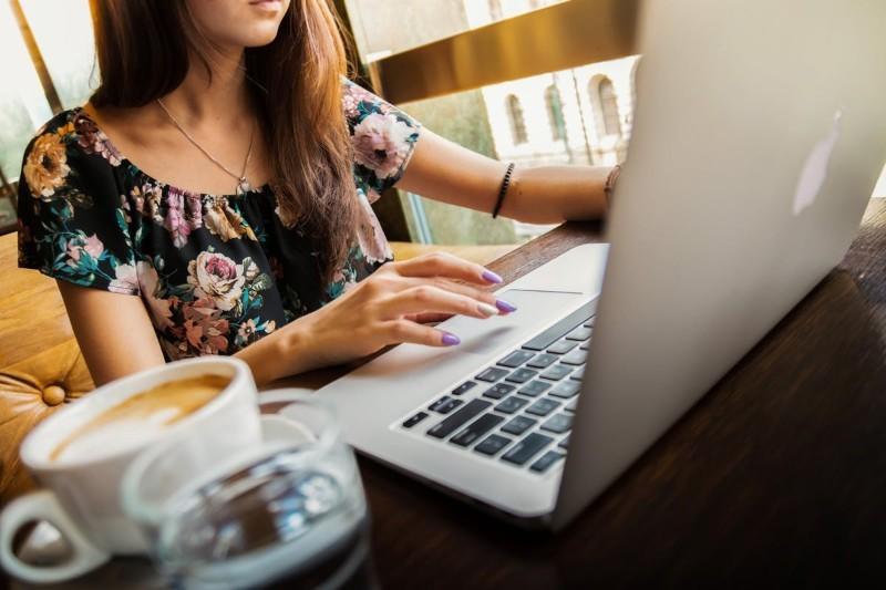 LaTeX CV - szablony CV. Jak napisać CV w LaTeX? [10 wzorów]