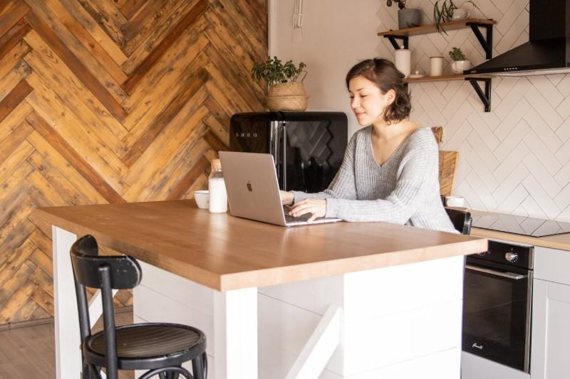 LinkedIn CV - jak przesłać lub wygenerować CV na LinkedIn?