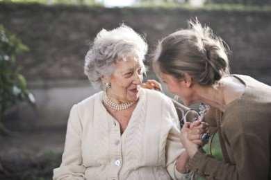 List motywacyjny opiekun osób starszych - wzór i wskazówki