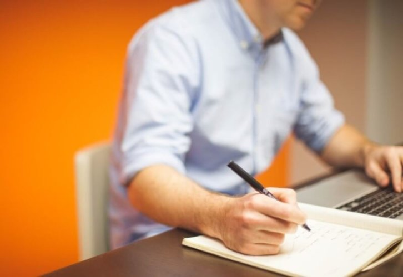 Praca biurowa: obowiązki [Pracownik biurowy po administracji]