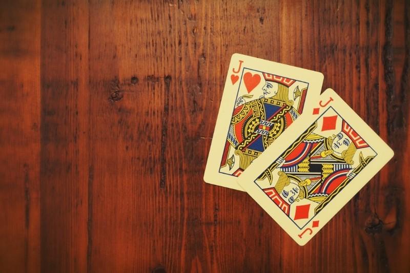 6 sposobów, by nauczyć się myśleć w pracy jak pokerzysta