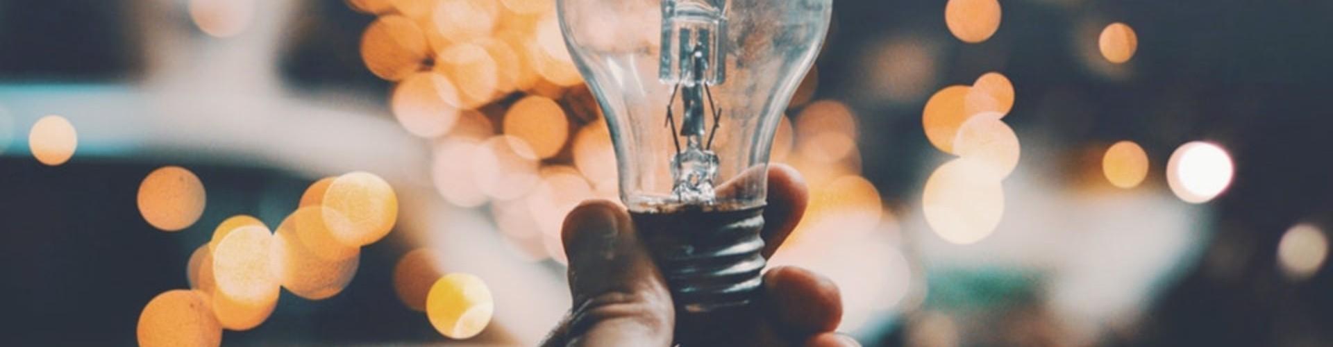 Myślenie krytyczne - co to i jak się go nauczyć? [Przykłady i ćwiczenia]