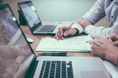 Podanie o pracę: pracownik biurowy - Wzór + jak je napisać