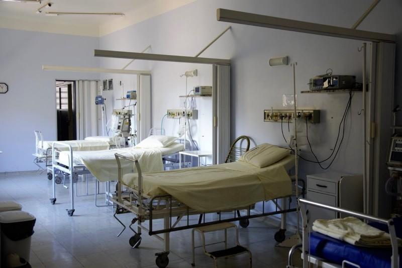 Praca dla pielęgniarek — jak zostać pielęgniarką [zarobki, obowiązki]