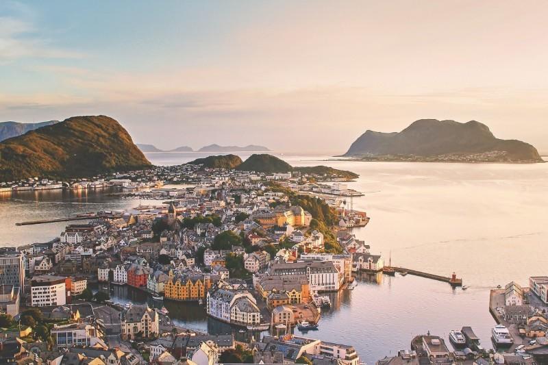 Praca w Norwegii - porady, zarobki, oferty (także dla par i bez języka)