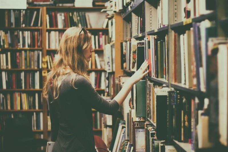 Praca w bibliotece - ile zarabia bibliotekarz? Gdzie szukać pracy?