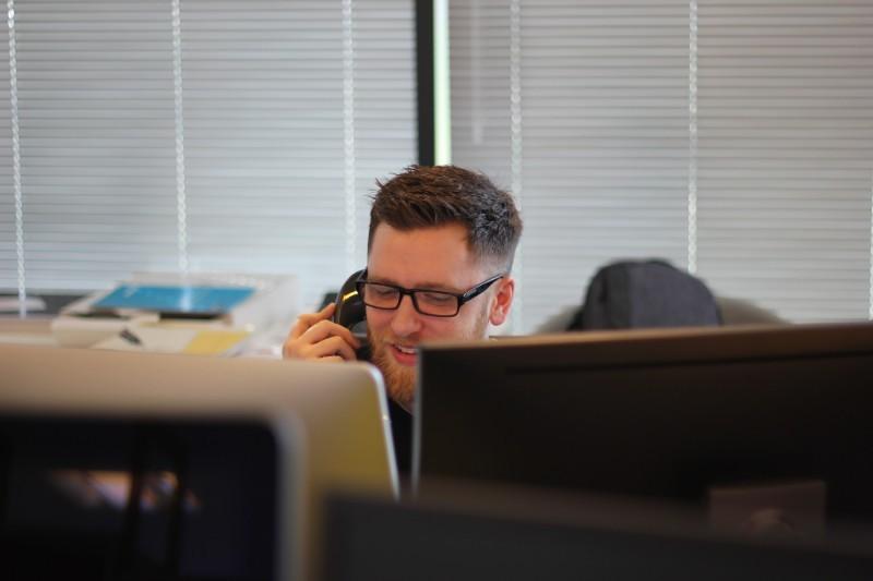 Call center: praca, zarobki, opinie. Jak wygląda praca na infolinii