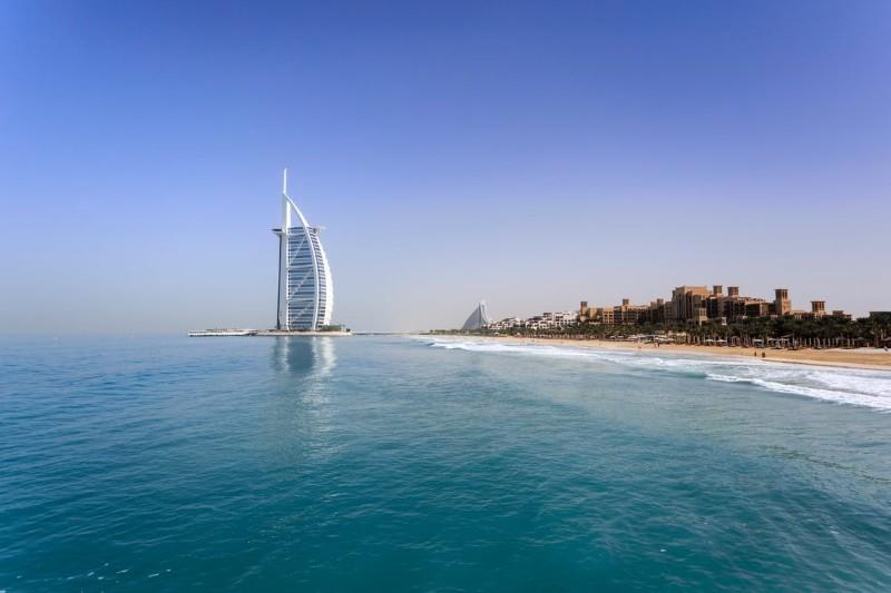 Praca w Dubaju dla Polaków — zarobki, oferty [+ ceny, waluta]
