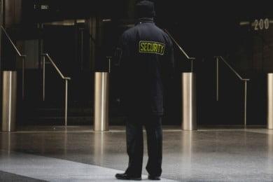 Praca w ochronie - jak ją dostać? Gdzie szukać ofert? 10 porad