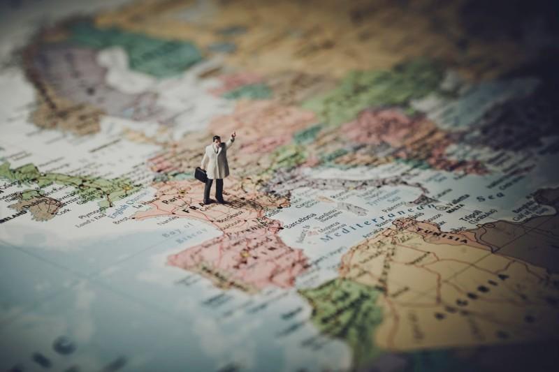 Praca za granicą: Bezpieczny wyjazd do pracy [bez języka też]