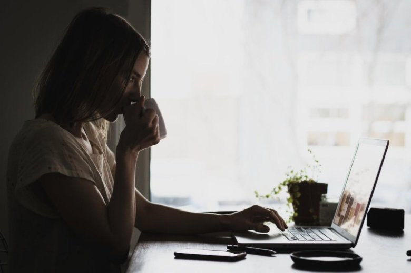 Pracoholizm - przyczyny, objawy i leczenie. Jak pomóc pracoholikowi?