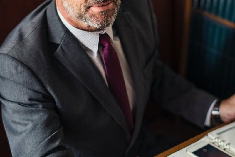 Prawnik - ile zarabia? Jak zostać prawnikiem? Praca po prawie