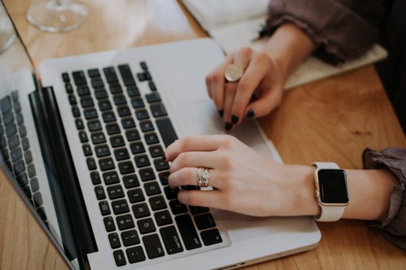 Copywriter - co to za praca? Gdzie szukać ofert online, zarobki