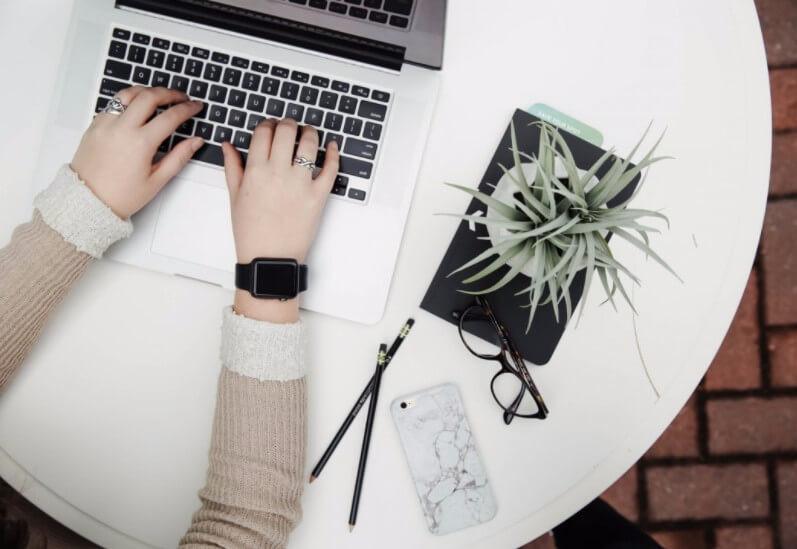 CV i list motywacyjny recepcjonistki: 7 rad jak napisać (Wzór, Przykłady)