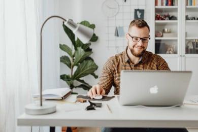 Staż pracy: czym jest, jak go wyliczyć, jakie okresy uwzględnić