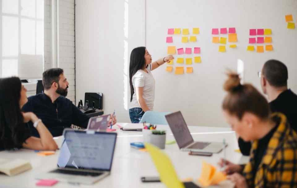 Struktura organizacyjna firmy - co to? Definicja i typy struktur