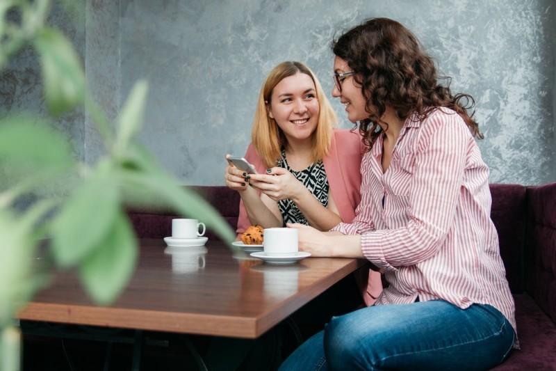 Tematy do rozmowy: 30+ ciekawych propozycji, jak zacząć rozmowę