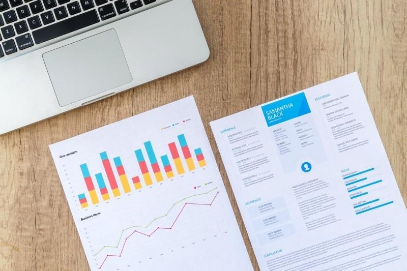 Jak napisać proste CV? Wzór, 10 prostych CV szablonów i rady