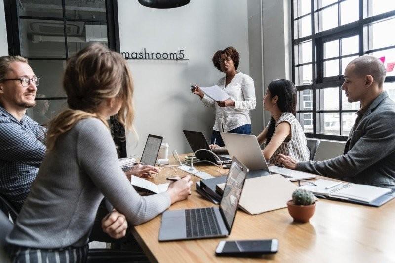 Jak współpracownicy mogą Ci pomóc w rozwoju kariery