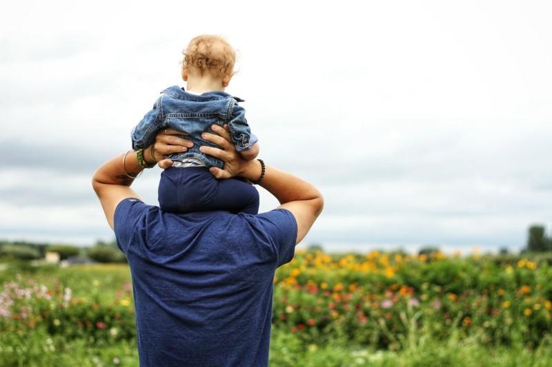 Urlop ojcowski 2021: ile płatny, ile dni, kto płaci? + Dokumenty