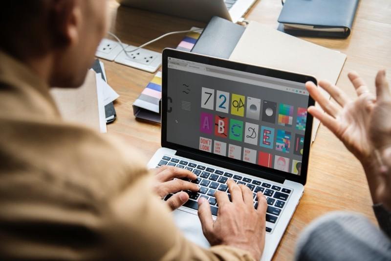 UX designer - kto to, jak nim zostać, zarobki. Czym różni się UX od UI?