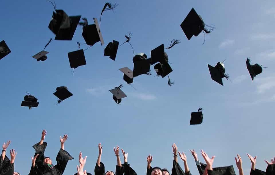 Wykształcenie wyższe: czy to magisterskie, licencjat, niepełne?