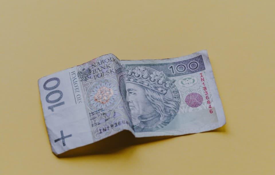 Wynagrodzenie zasadnicze 2021 - co to? Jakie minimalnie?